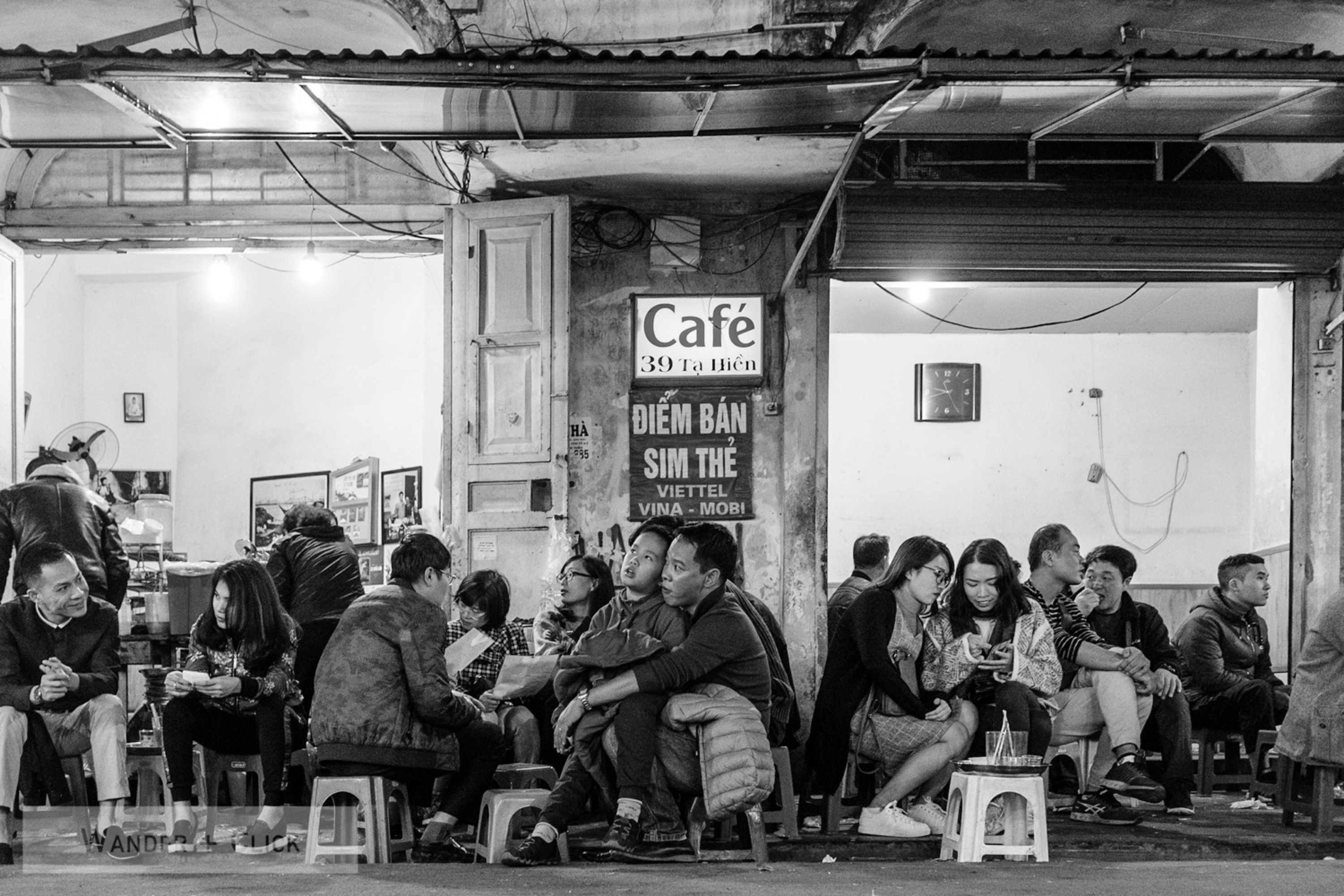 Cafe crowd